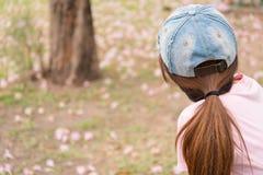 Frauen drehen sich zurück Lizenzfreie Stockfotografie