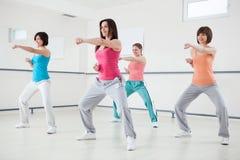 Frauen in einem Eignungs-Training Lizenzfreies Stockbild