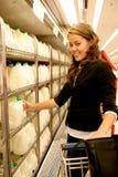 Frauen-Einkaufen lizenzfreie stockfotos