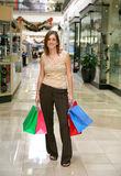 Frauen-Einkaufen stockfoto