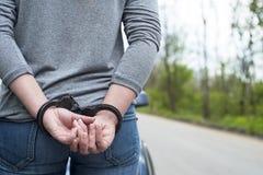 Frauen fesselten Kriminalpolizei mit Handschellen Stockfotografie