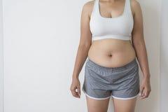 Frauen fett mit Bauchfett stockfotografie