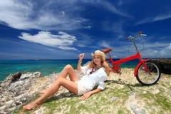 Frauen genießen die Sonne. Lizenzfreies Stockfoto