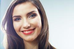 Frauen-Gesichtsabschluß der Schönheit lächelnder herauf Porträt stockfoto