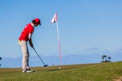Frauen-Golf-Schlag-Markierungsfahne Lizenzfreie Stockfotos