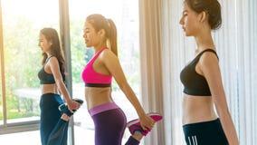 Frauen gruppieren aerobes im Eignungssportunterricht Lizenzfreie Stockfotos