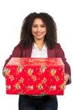 Frauen hält ein Weihnachtsgeschenk Stockfotos