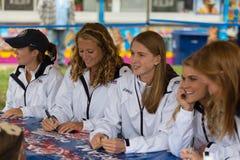 Frauen-Hockey Team Signing Autographs an der Messe stockbilder