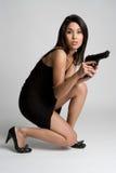 Frauen-Holding-Gewehr Lizenzfreies Stockbild
