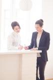 Frauen im Büro Lizenzfreies Stockfoto