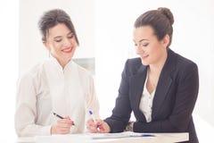 Frauen im Büro Lizenzfreie Stockbilder