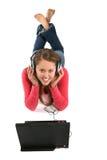 Frauen-Laptop und Musik Stockfoto