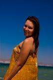 Frauen mit braunem pareo Lizenzfreies Stockfoto