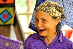 Frauen mit den gemalten Zähnen Stockfotografie
