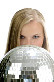 Frauen mit Discokugel Stockfoto