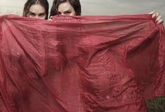 Frauen mit einem Schleier Stockfotografie