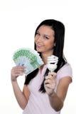 Frauen mit energiesparender Lampe. Energielampe Stockfoto