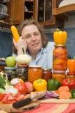 Frauen mit Gemüse und Gläsern Lizenzfreies Stockfoto