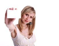 Frauen mit Karte. Fokus auf Frauen lizenzfreie stockbilder