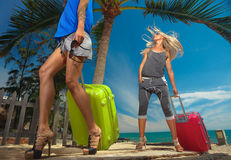 Frauen mit Koffer Stockfotografie