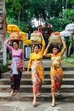 Frauen mit Korb auf dem Kopf Lizenzfreie Stockbilder