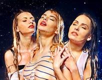 Frauen mit Wassertropfen. Stockfotografie