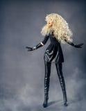 Frauen-Mode-Schönheits-Porträt, blondes Mädchen-gelockte Frisur Lizenzfreies Stockfoto