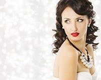 Frauen-Mode-Schönheits-Porträt, Luxusdame Pearl Jewelry Stockbilder