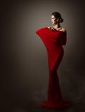 Frauen-rote Mode-Kleiderkunst, elegantes vorbildliches Posing, langes Kleid Stockbilder