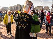 2018 Frauen ` s März in Chicago Ein Mann wird als Trumpf Donald J gekleidet Stockbilder