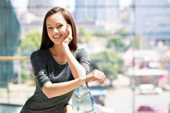 Frauen-schöne Porträt-Stadt-städtische Gesichts-Junge stockfotos