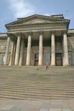 Frauen-Schmierfilmbildungs-Tänzer auf Jobstepps des Liverpool-Museums Lizenzfreie Stockfotografie