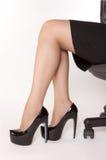 Frauen sitzt auf dem Stuhl Stockbilder