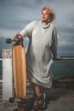 Frauen-Skateboard fahren Lizenzfreies Stockfoto