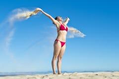 Frauen-strömender Sand Lizenzfreie Stockfotos
