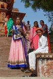 Frauen am Tempel vor Lakheri-Festival Lizenzfreies Stockfoto