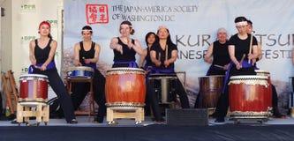 Frauen-Trommel-Band am japanischen Festival Lizenzfreies Stockfoto
