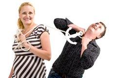 Frauen- und Mannkämpfen lizenzfreie stockfotos