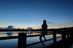 Frauen und Sonnenuntergang Lizenzfreie Stockbilder