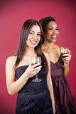 Frauen und Wein stockfoto