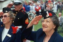 Frauen-Veteranenbegrüßung lizenzfreie stockfotos
