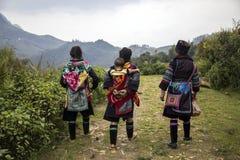 Frauen von Sapa in Vietnam im Trachtenkleid Lizenzfreies Stockbild