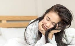 Frauen wachen auf Stockfotos