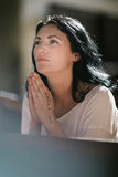 Frauenabbildung Beten Stockfotos
