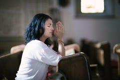 Frauenabbildung Beten Stockfoto