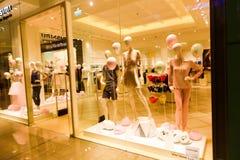 Frauenabnutzungsshop - Dubai-Mall stockbilder