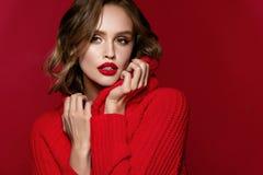 Frauenart Weibliches vorbildliches With Beautiful Makeup und Frisur lizenzfreie stockfotos