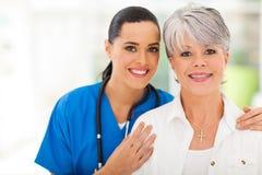 Frauenarzthelferin lizenzfreie stockfotografie