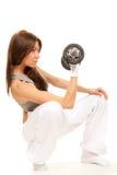 Frauenausbilder von Eignung Weightlifting Dumbbell Lizenzfreies Stockfoto