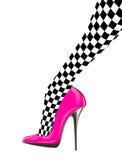 Frauenbein mit rosa Schuh des hohen Absatzes Stockbilder
